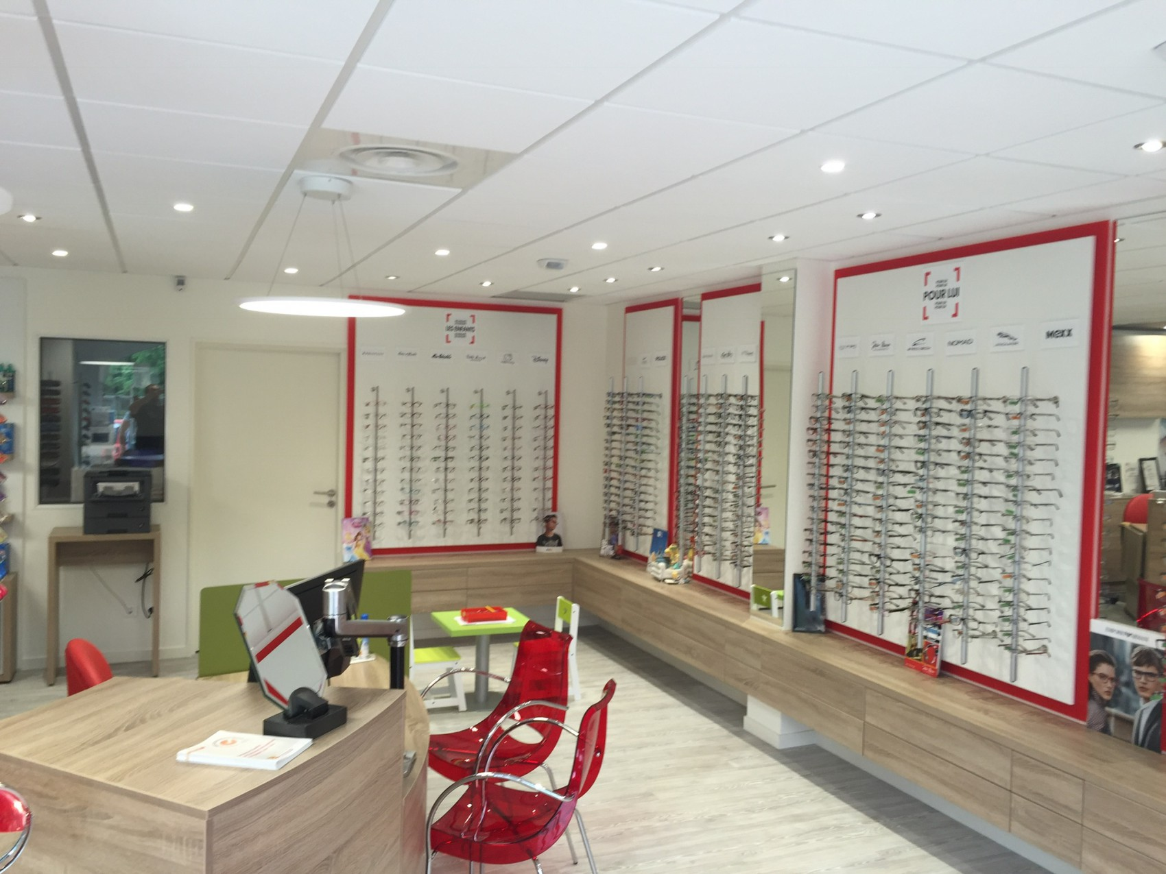 magasin de lunettes refait neuf albertville par l 39 entreprise connect lec. Black Bedroom Furniture Sets. Home Design Ideas