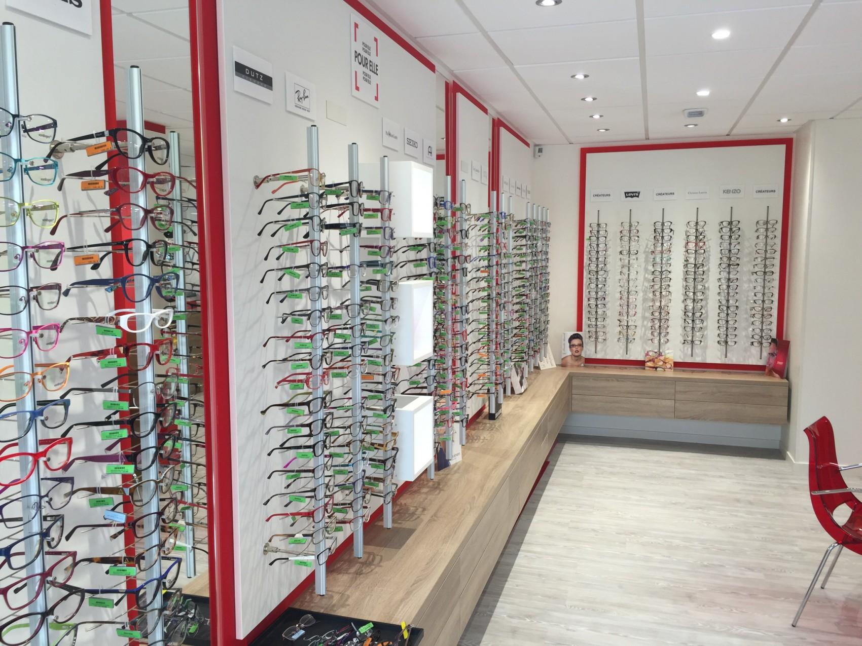 Rayons de lunettes avec spots encastrés dans le faux-plafond