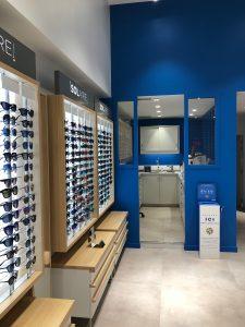 Atol lunettes optique magasin présetnoires lumineux vitrines