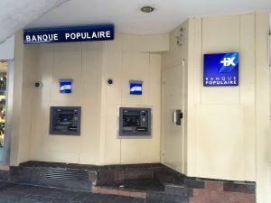 Distributeurs de billets àl'extérieur de la banque