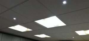 Plafond avec pavés led encastrés