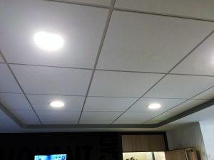 Spots encastrés dans les faux plafonds