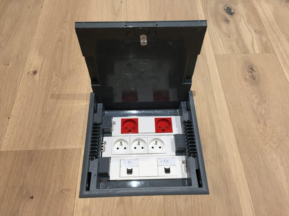 Equipements électriques Adaptés Pour Les Bureaux Commerciaux