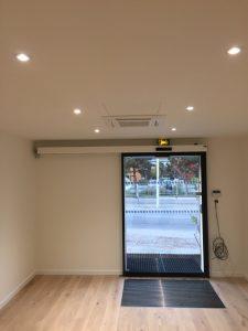 Porte d'entrée des bureaux coulissante unilatérale et rideau d'aire