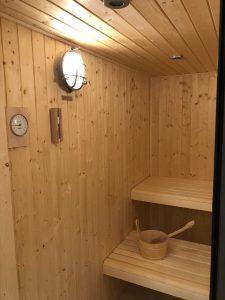 Elephant blanc sauna bois design lumière vintage spot