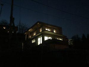 Maison cubes viviers éclairage extérieur intérieur nuit