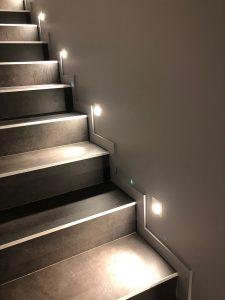 Maison cubes viviers élairage escaliers marche spot led