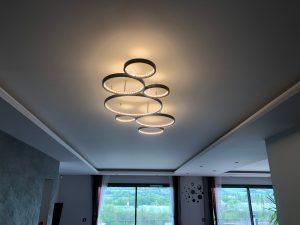 Maison cubes viviers lustre design tendance métal ruban lumineux led