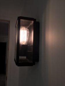 Applique de type lanterne vue de profil