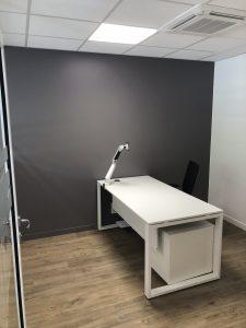 poste de travail bureau individuel fermé avec éclairage pavé led