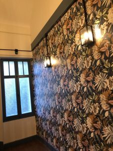 couloirs_communs_appliques_vintage_tapisserie