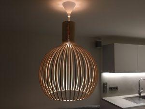 Lustre de salon-cuisine en bois moderne