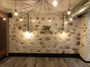 lustre suspendu fils électriques apparents et appliques murales vintage
