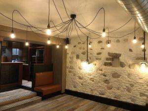 lustre suspendu fils apparents salle de restaurant