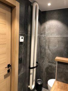 sèche serviette design salle de bains blanc noir