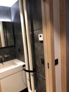sèche serviette salle de bains design blanc noir