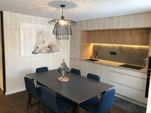 salle manger cosy chaud lustre niche lumineuse ruban led