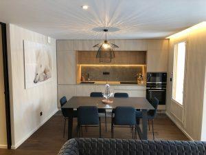 salle manger design lustre niche lumineuse rubans leds