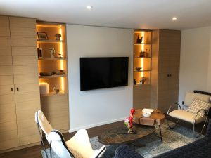 salon design niches rubans led rails lumineux cosy chaud