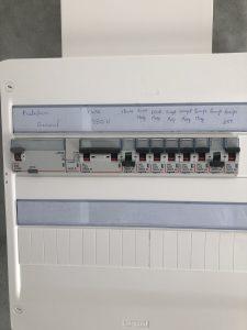 TGBT avec disjoncteurs divisionnaires et différentiels