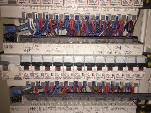 tableau électrique repéré et câblé